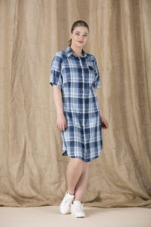 Languota mėlynos spalvos suknelė